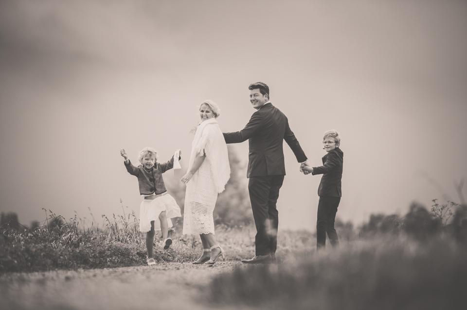 Fotoshoot bruidspaar met kinderen, bruidsreportage, Nickie Fotografie