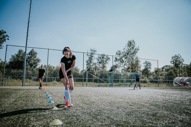 Tijdens de training van Hockey Club Dokkum, door fotograaf Nickie Fotografie uit Dokkum, Friesland