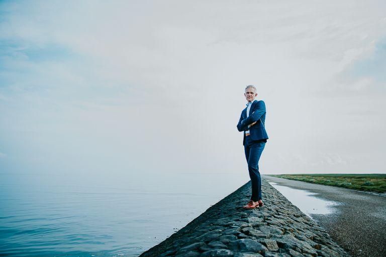 Portretten bij de waddenzee van Roelof Zijlstra door fotograaf Nickie Fotografie uit Friesland