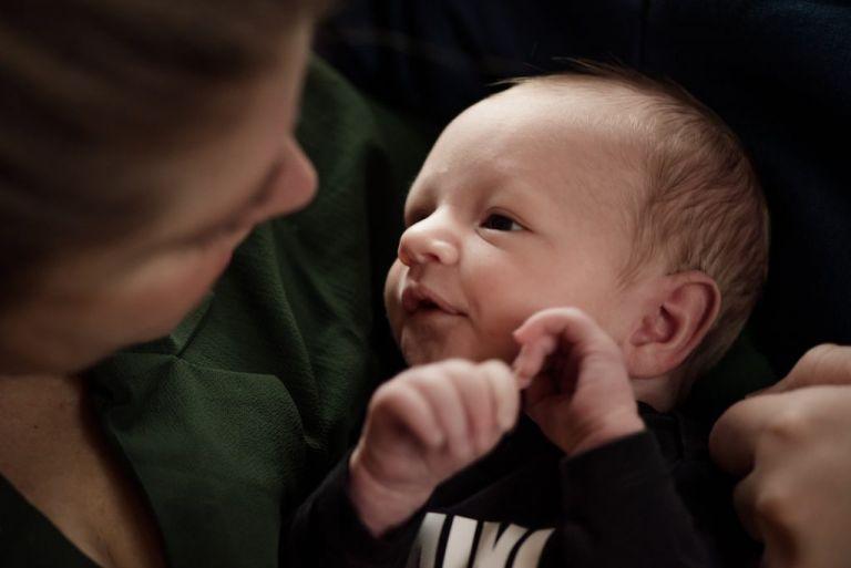 Newborn fotoshoot Friesland, Schiermonnikoog door fotograaf Nickie Fotografie uit Dokkum