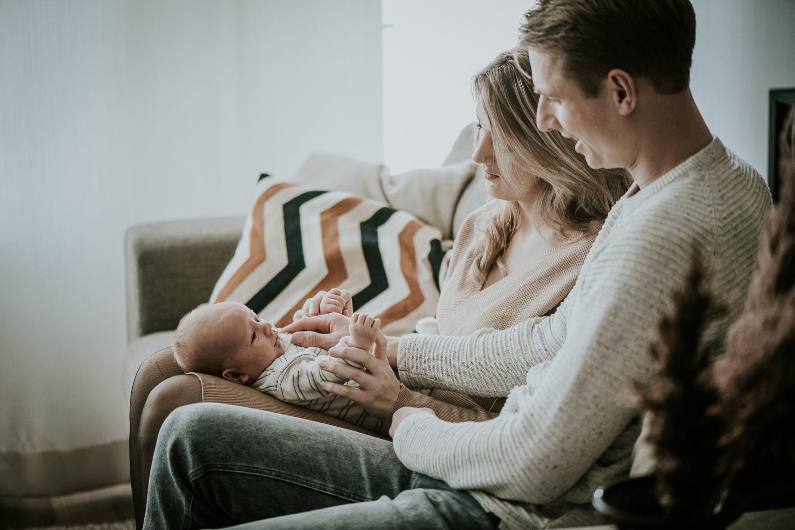 Lifestyle newbornfotografie door fotograaf Nickie Fotografie uit Dokkum, Friesland